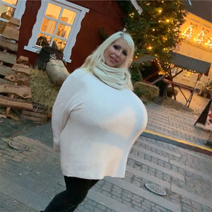 Largest breasts in the world on a Xmas market
