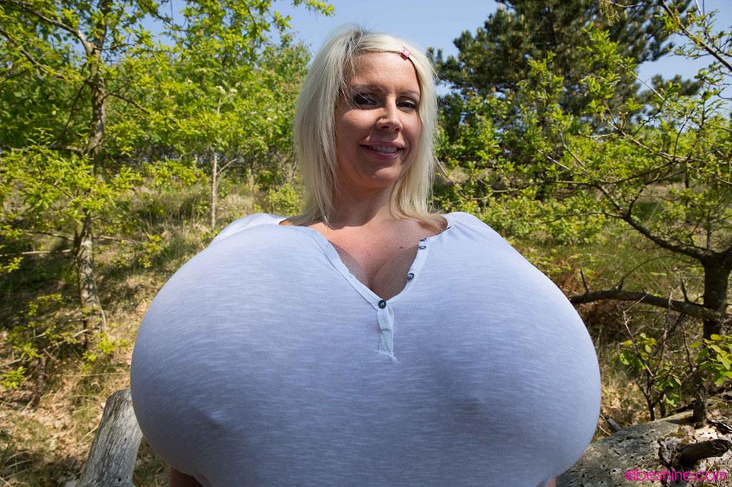 Настя показывает свою большую грудь смотреть фильм приключения доктора